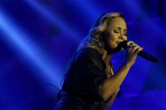 Bruna Karla - clipe 'Eu Vou Confiar'