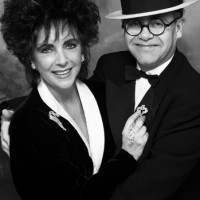 Elton John dedica canción a Elizabeth Taylor