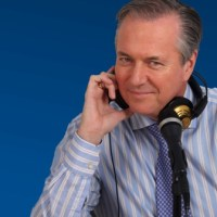 Estación 102.5 FM transmite 24 horas al día clases para enseñar idioma inglés, método fue creado en España por Richard Vaughan en 1977