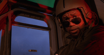 """Kevin Peter Hall como el piloto de """"Predator""""."""
