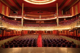 El Folies Bergère. Sala de espectáculos.