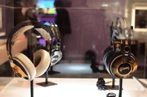 gibson-less-paul-pair-of-headphones