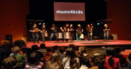 Instrumentos brasileiros fazem a festa das crianças no pavilhão voltado à educação musical