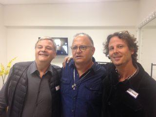 Guilherme Arantes entre os dois empresários