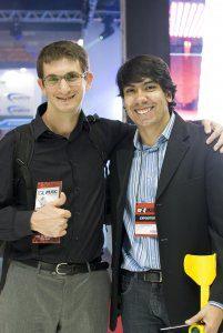 Elton Borges, gerente da C.Borges, junto com Luca, na Expomusic 2015