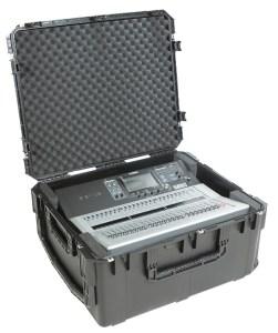 El estuche 3i302615TF3 Yamaha con la consola TF3 en su interior
