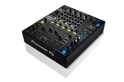 Pioneer-DJ-DJM-900NXS2-compatible-Traktor