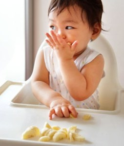 baby eating introducing foods to young children allergies
