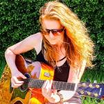 Suzi - Solo Guitar & Vocals