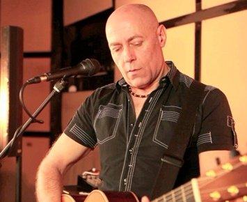 mike-solo-guitarist-vocalist