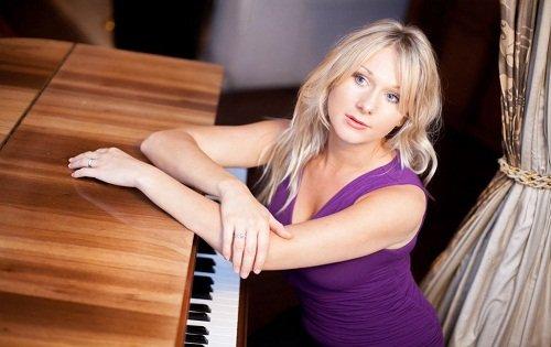 Laurel -  Pianist Vocalist