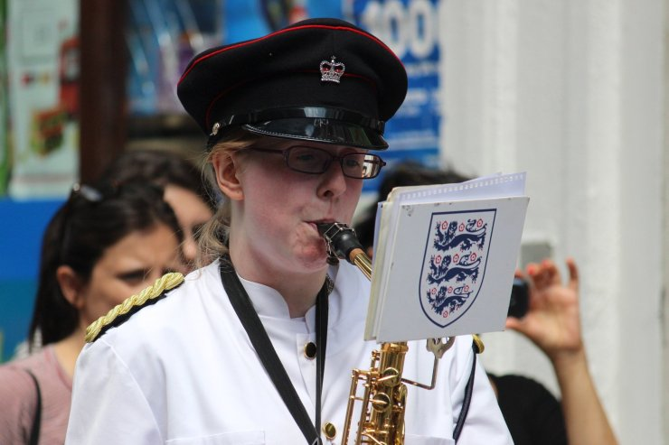 hire-female-saxophonist