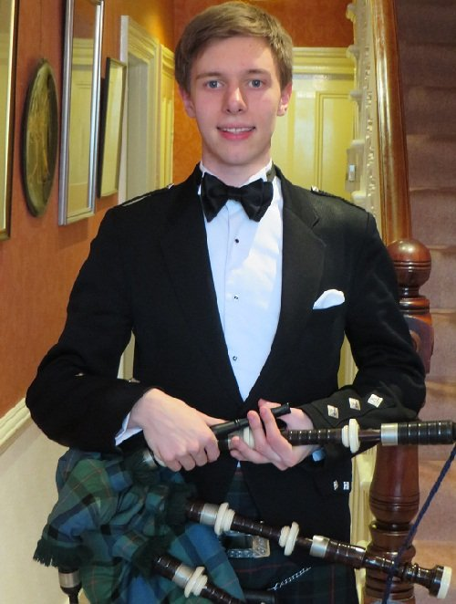 Solo Bagpiper For Recitals, Weddings & Events In London