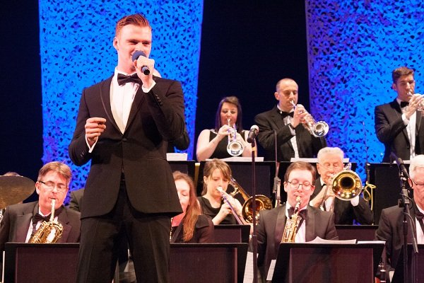 Solo Jazz & Swing Vocalist With Big Band