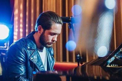 Solo Vocalist, Guitarist, Pianist For Hire In London
