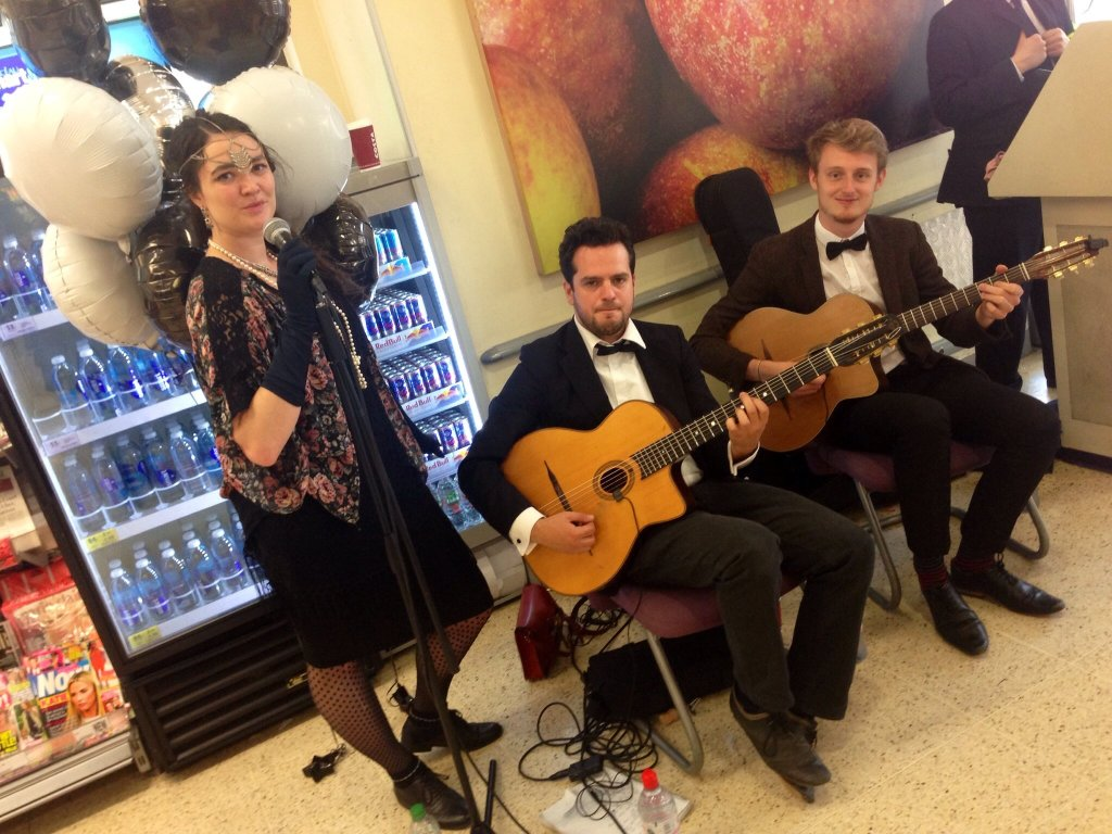 Hire-Gypsy-Jazz-Busker-London