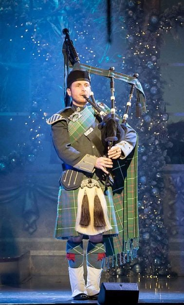 traditional-bagpiper-for-hire