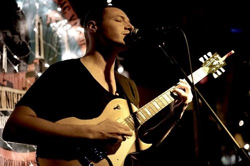 Book A Solo Acoustic Musician in London - Music for London