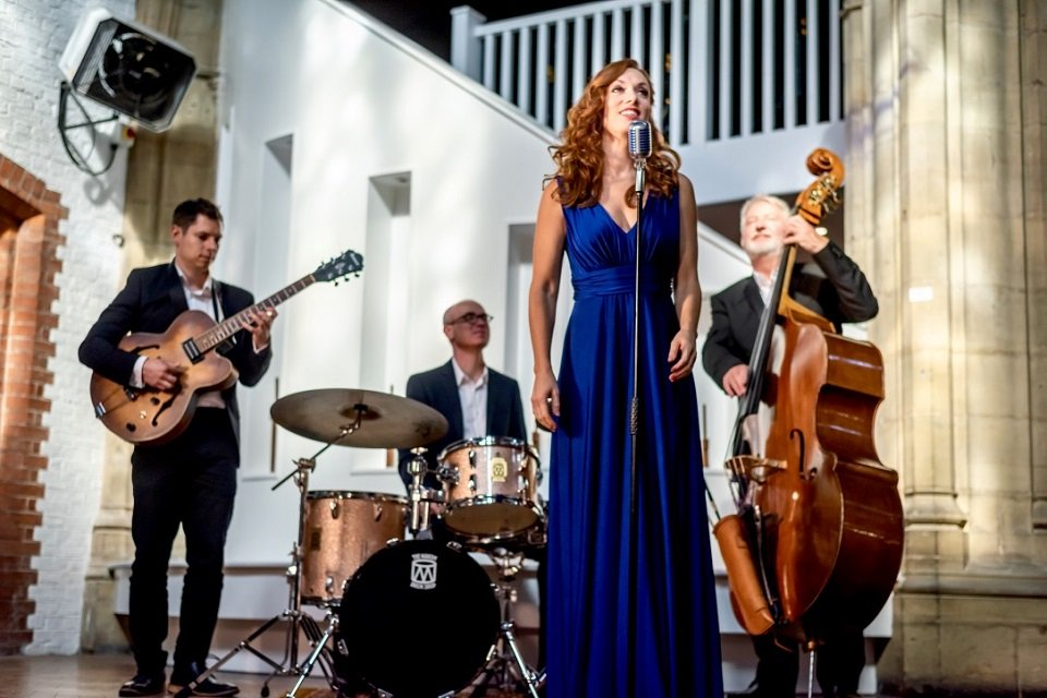 Female Jazz Singer with Jazz Band