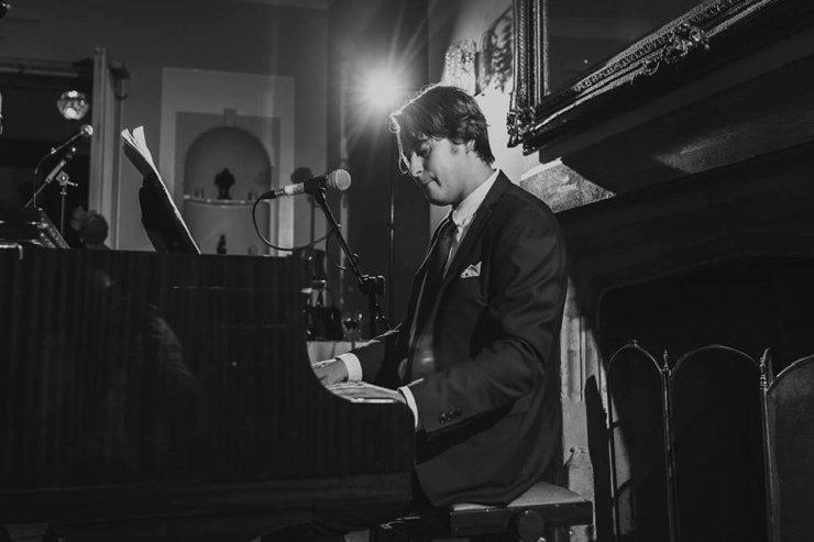 Elliot - Solo Pianist & Vocalist