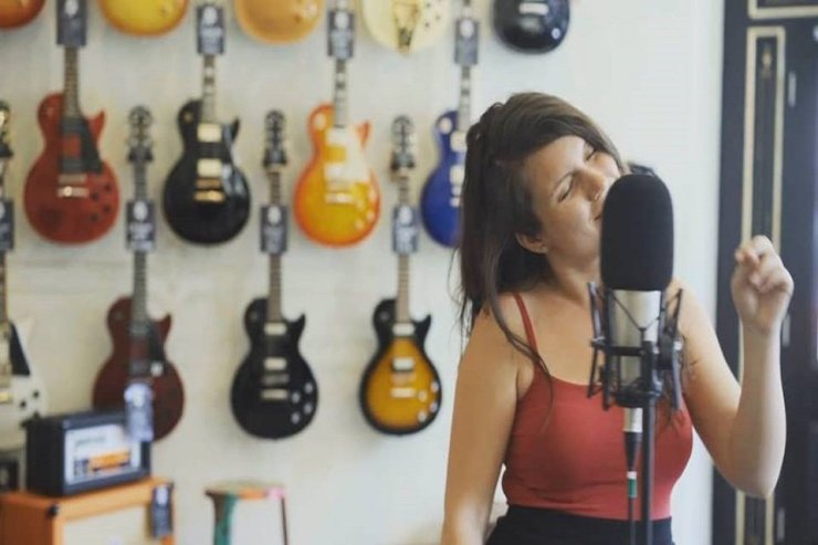 Book Anna - Solo Female Singer in London - Music for London