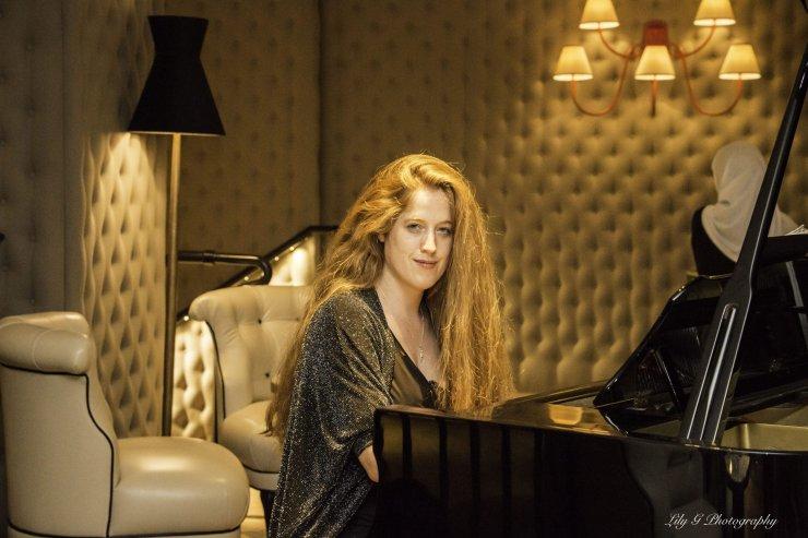 Sara - Classical & Contemporary Pianist