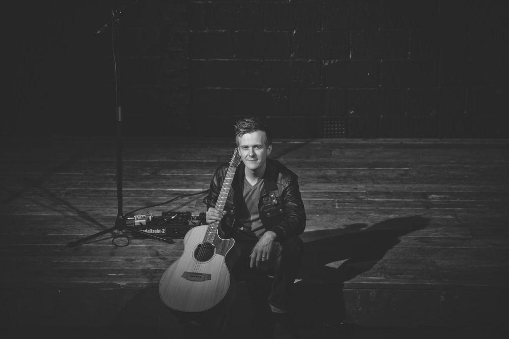 Jon - Solo Guitarist Singer