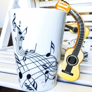 Порцеланова чаша с дръжка акустична китара, кафява китара, шест струни, мексиканска китара, латино, фламенко музика, шестструнно укулеле
