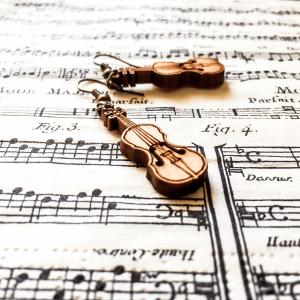 Ръчно изработени обици от дърво и метал цвят старо злато, с дървени висулки цигулки, виолонцело, чело, щрайх, контрабас