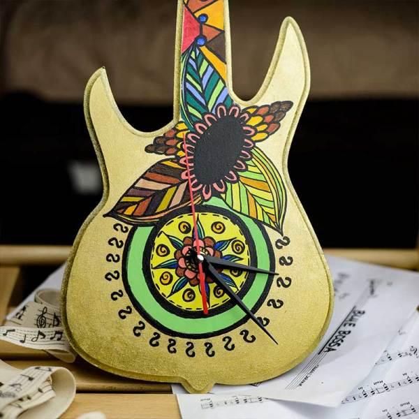 """Ръчно изрисуван стенен часовник-китара """"Индиански времена"""" - истинско произведение на изкуството."""