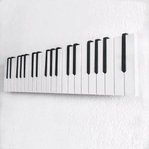Ефектна закачалка Пиано на три октави, черни и бели клавиши, роял, дом, интериор, дрехи, музикален подарък, дизайн