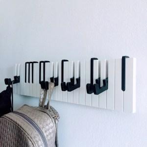 Ефектна закачалка Пиано на три октави, падащи черни и бели клавиши, роял, дом, интериор, дрехи, музикален подарък, дизайн