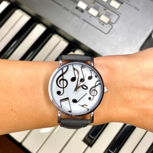 часовник, ръчен, ноти, циферблат, черен, дамски, сребриста каса, пиано, музикален, подарък, музика, певица, пианист, каишка, гривна,