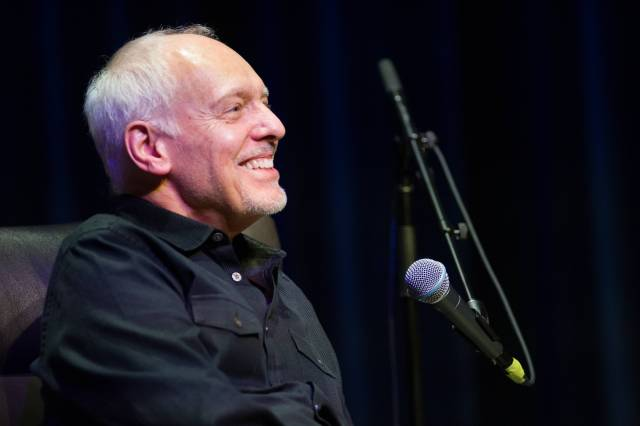 Peter Frampton diagnosed with degenerative muscle disease, announces farewell tour