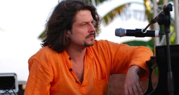 Thierry Eliez is a wonderful French musician, composer and singer