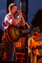 """Easton Corbin brings it at """"Country Night Lights""""!"""