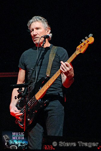 ROGER WATERS IN PHILADELPHIA THE WALL TOUR 2010 PHOTO STEVE TRAGER 11