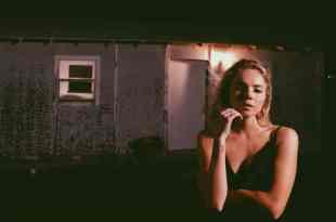 Danielle Bradbery; Photo by Peter Zavadil