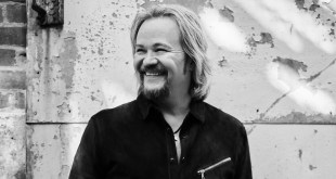 Travis Tritt; Photo By David Abbott