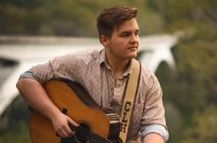 Caleb Lee Hutchinson; Photo by @sam_thecameraman/IG