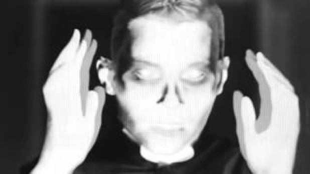 "PVRIS drop haunting ""Mirrors"" music video – Music Mayhem"