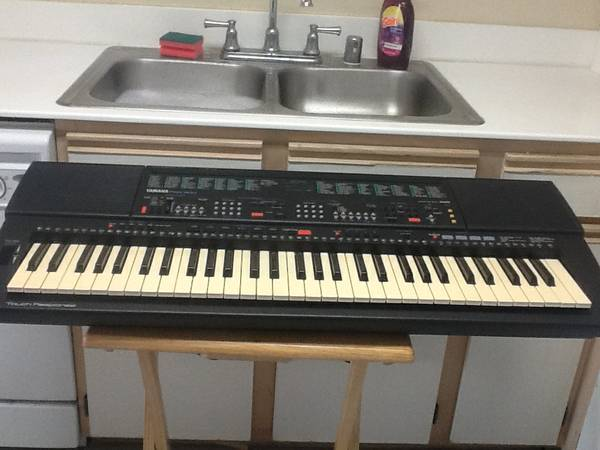 YAMAHA PSR-500m Midi Music Keyboard – 61 Key Piano – Making Beats