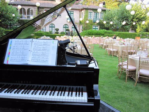 Piano Player for your Wedding