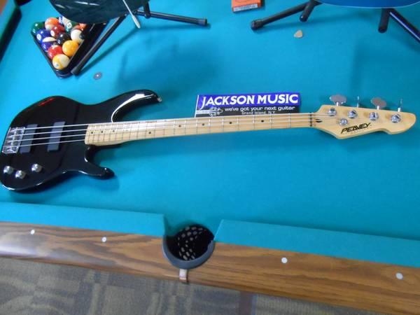 U.S.A. Peavey Foundation 4-String Bass Guitar