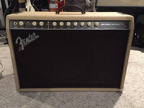 Fender SuperSonic 60 112 like new w/ cover and footswitch