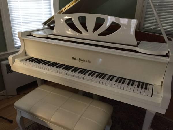 …Gorgeous White-Hallet-Davis Baby Grand piano.. / Bench
