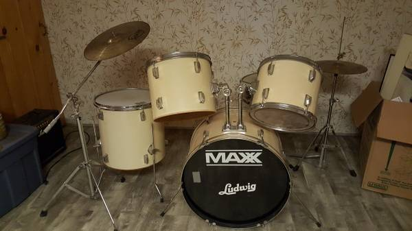 Mixed Ludwig Drum Set with Vintage Pieces