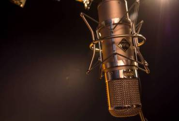 Track Your Vocals With A World-Class Voice Coach!