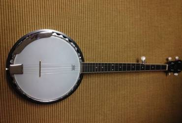 Rogue 5 string banjo and gig bag