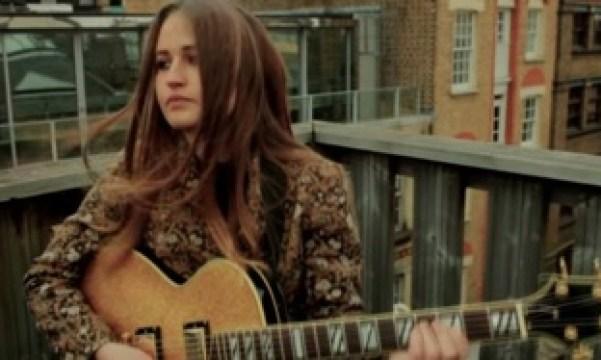 Amy_042_Guitar